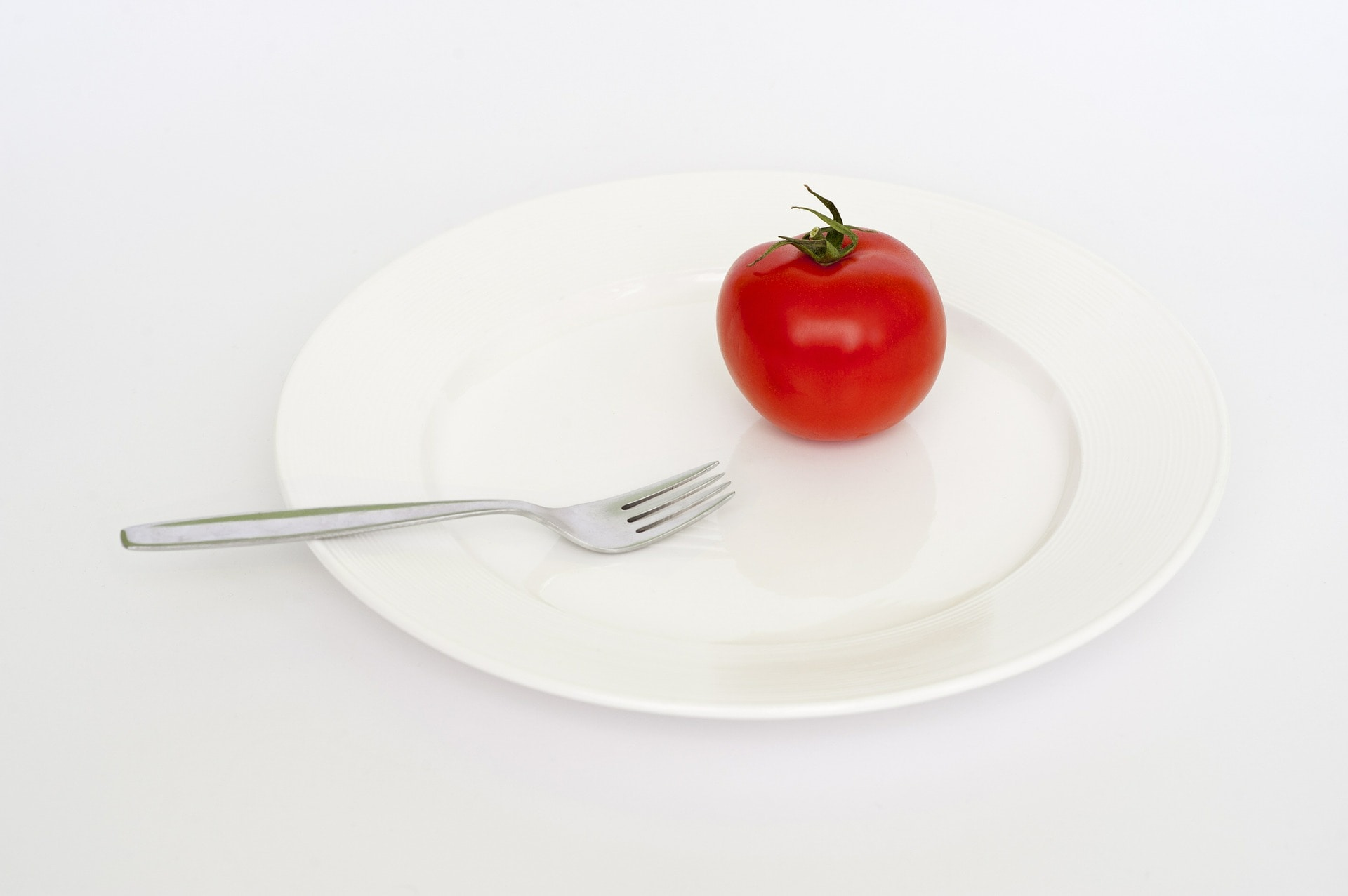 how-many-calories-to-lose-1-pound-tomato-on-plate